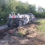 4. Malaxage du ciment avec l'argile et l'eau pour formation de la surface de chemin